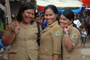 Die Beamtinnen / Sumatra Indonesien