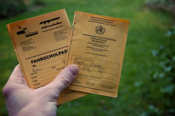 zwei wichtige Dokumente für die Reisevorbereitung